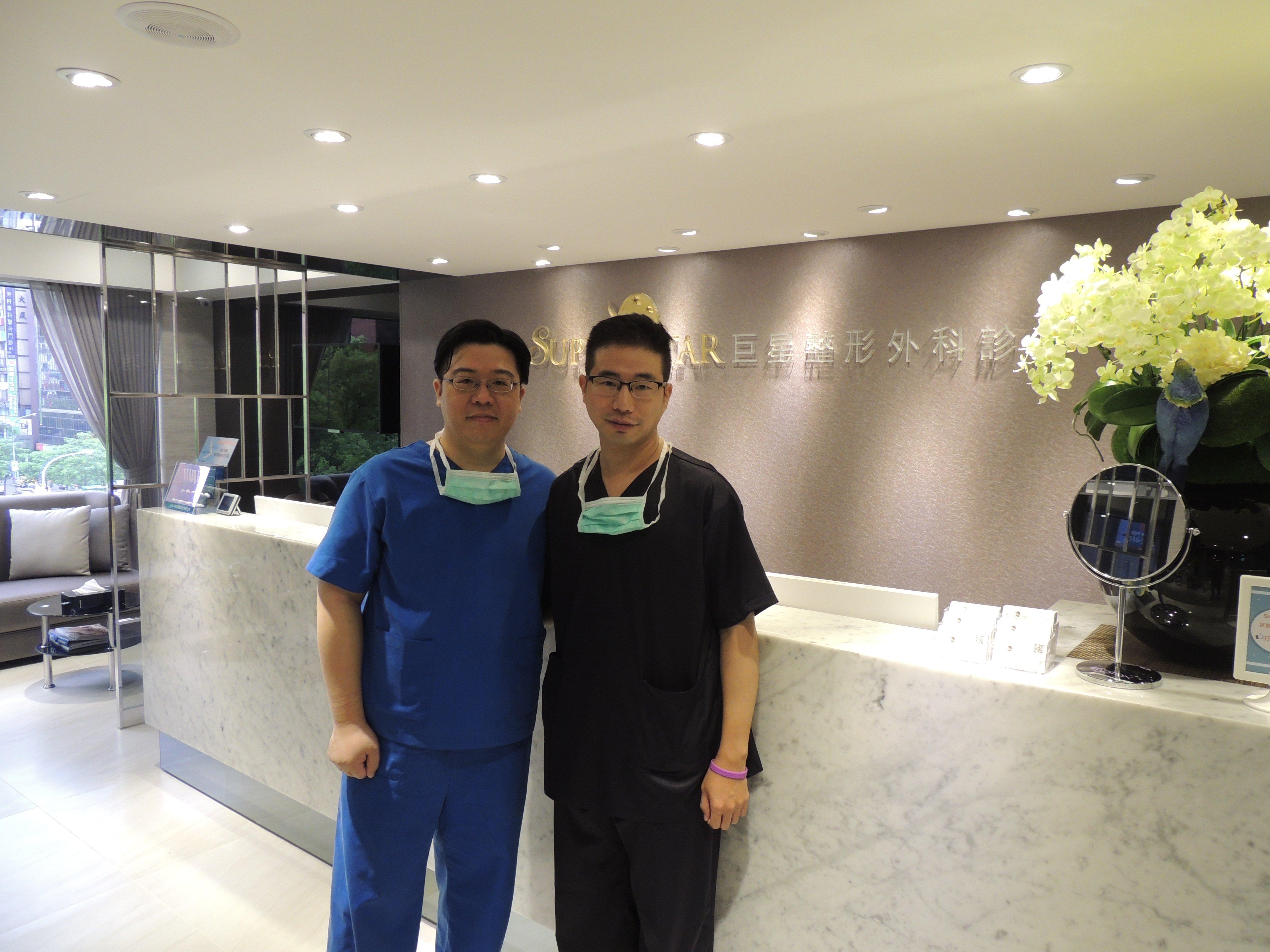 釜山Daniel Han醫師來巨星整形外科診所觀摩林敬鈞醫師手術, 留念合影